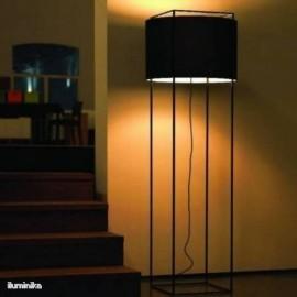 Lámpara de pie Lewit p Pe Negro
